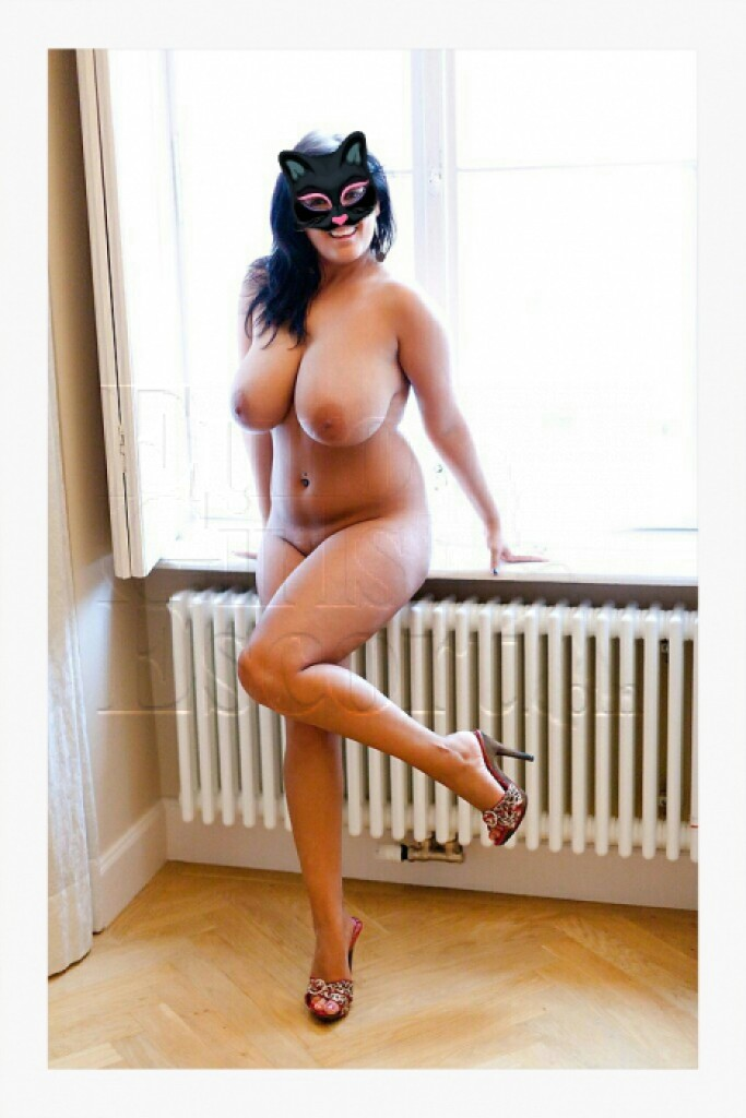 Lyubochka - top escort in Athens
