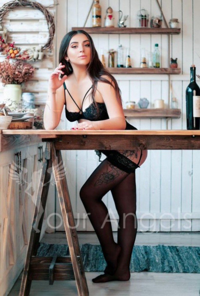 Suzanna - top escort in Athens