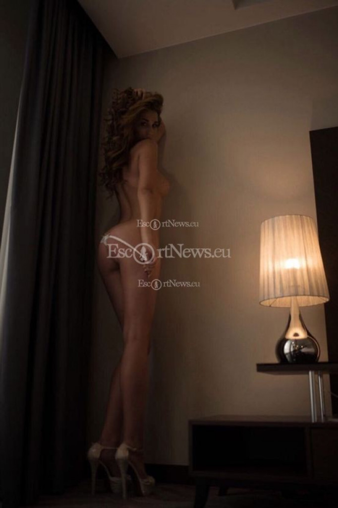 Beatrice - top escort in Athens